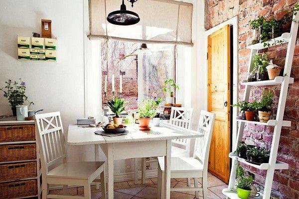 Этажерка для цветов: «дом» для растений и украшение для интерьера
