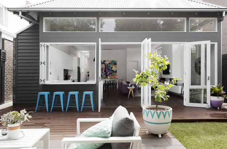 Stylist, Julia Treuel of Show Pony Interiors, has applied cool tones and a…