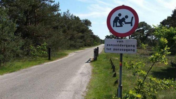 """Paelinck, G, """"Seksverbod voor mannen"""" opgeheven in Nederlands dorpje, in deredactie.be, (http://deredactie.be/cm/vrtnieuws/ookdatnog/1.2361451), (7 juni 2015)."""
