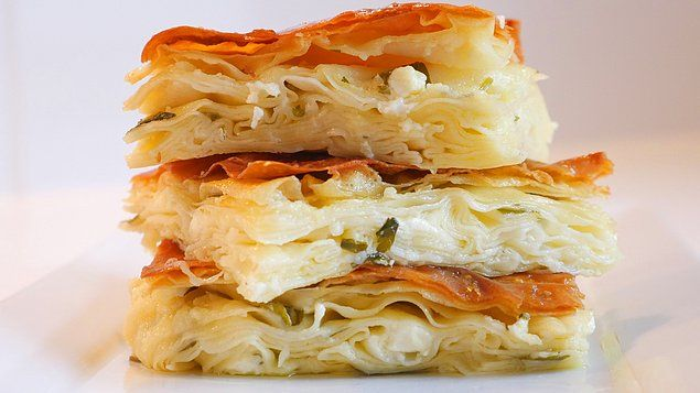 Eğer eve geldiğinizde güzel bir şeyler kokuyorsa o peynirli su böreğidir!