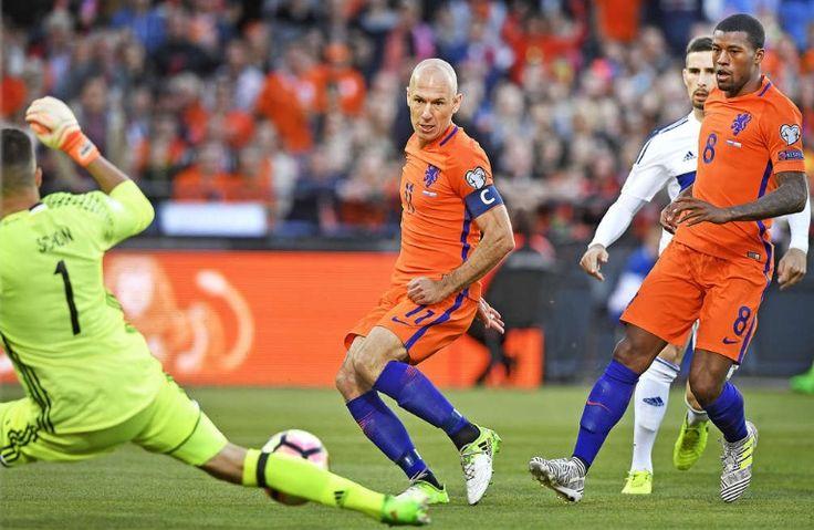 Aanvoeder Arjen Robben scoort de1-0. Nederland - Luxemburg. 2017-06-09