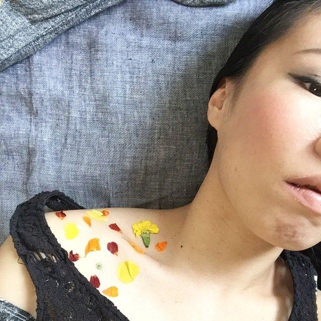 Kapi さんが流行りの押し花タトゥーしてくださいました。夏だ!  #押し花タトゥー#押し花 #シールタトゥー#tattoo #まとめ#流行