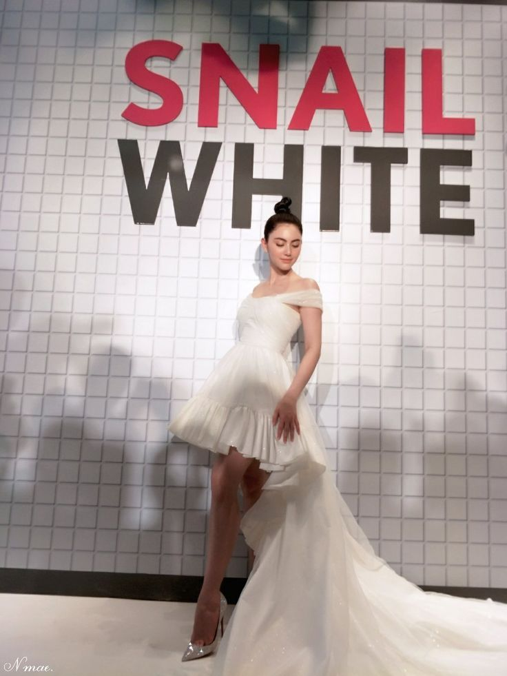 Snail white, Davika Hoorne