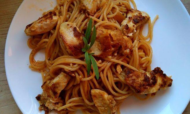 Pyszny obiadek dzieki #SosyLowicz z kurczakiem w cieście karaibskim z makaronem w sosie karaibskim. #sosyŁowicz https://www.facebook.com/photo.php?fbid=963082857057037&set=o.145945315936&type=1