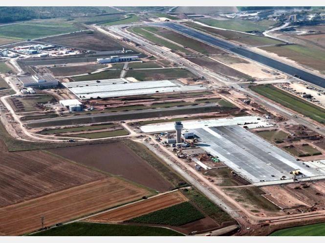 Der Flughafen Kassel-Calden aus der Luft