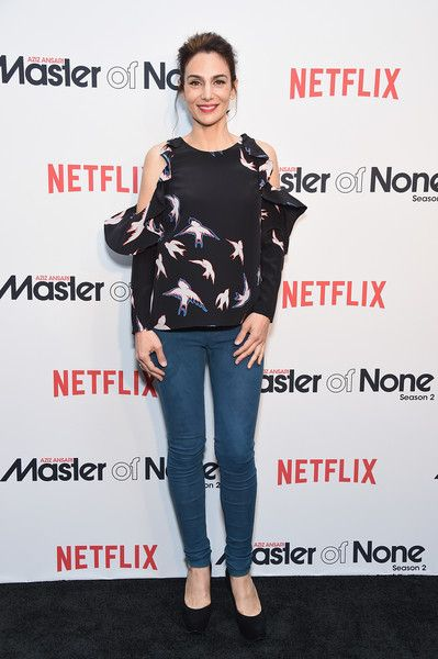 ☆Actress Annie Parisse attends the Netflix Master Of None S2, Premiere NY Screening 2017 on May 11, 2017 in New York City.