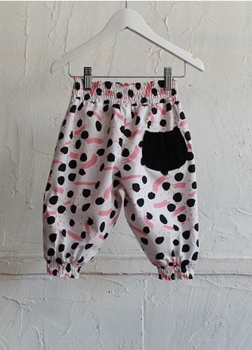 Paintbox Shirred Pants Pink from Sunday the Label. Availble online now! #beanandme #girls #girlspants #sundaythelabel #freckleface #kidstrends #naturalcotton #paintbox #pink #shirred