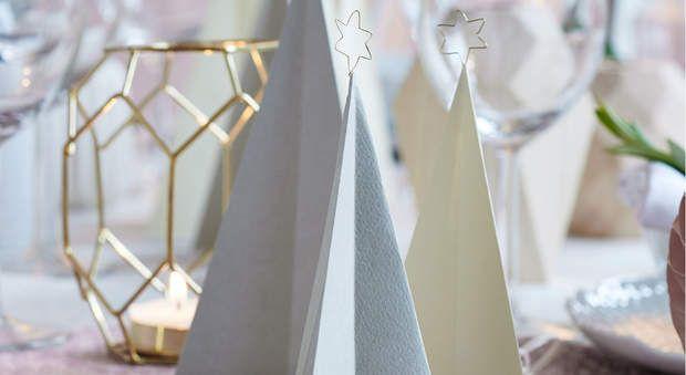 Des sapins en papier pour ma tableDécouvrez comment concevoir ces sapins en papier pour ma table de Noël.