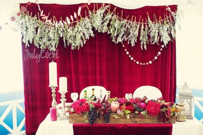 декор свадебного стола цвета бургунди
