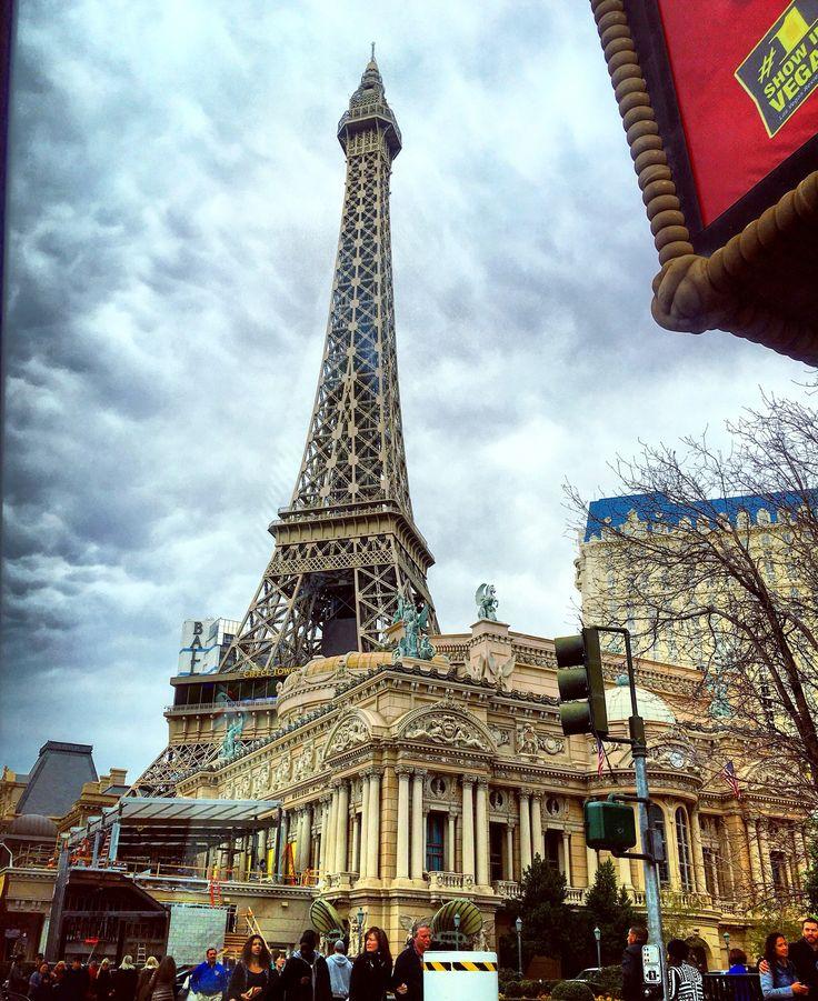 1000 Ideas About Eiffel Tower Restaurant On Pinterest Las Vegas Las Vegas