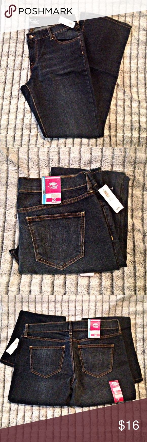"Old Navy bootcut jeans Old Navy bootcut 'the flirt' jeans. Size 10 regular, dark wash color. Has a bit of stretch to them. 16"" across the front at the top. 9"" from waist to crotch. 31"" inseam. Old Navy Jeans Boot Cut"