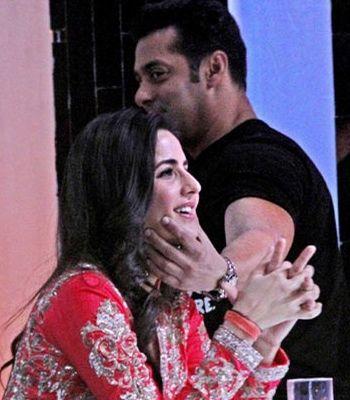 Salman Khan Openly cuddles Katrina on Jhalak Dikhla Ja sets!