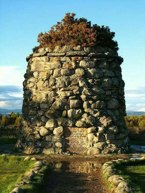 ✴the Culloden Memorial (The Battle of Culloden (Scottish Gaelic: Blàr Chùil Lodair) was the final confrontation of the 1745 Jacobite Rising. On 16 April 1746, the Jacobite forces of Charles Edward Stuart fought loyalist troops commanded by William Augustus, Duke of Cumberland near Inverness in the Scottish Highlands.)✴