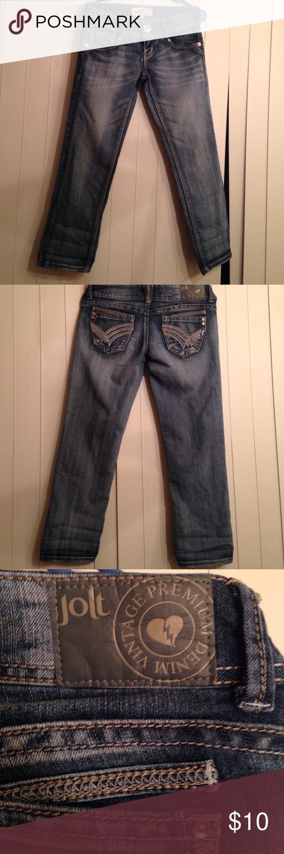 Jolt capris jeans/pants size 3 Jolt Capri Jeans 👖 in great condition. From a smoke free home with fur baby 🐶 Jolt Jeans Ankle & Cropped