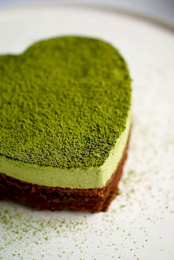 MATCHA GREEN TEA WHIP & CHOCOLATE LAYER CAKE [plating inspiration, image only]