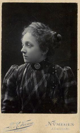 Photograph P.H.Kouw , Nijmegen.Nelly Frehé