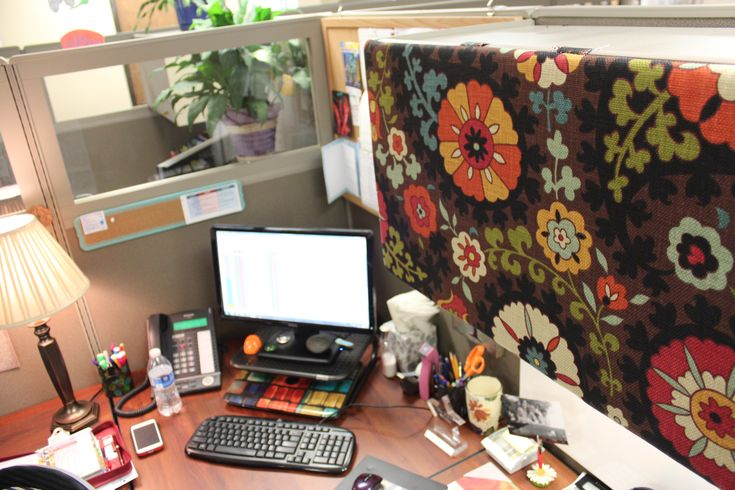 63 best images about cubicle decor on pinterest office for How to decorate desk in office
