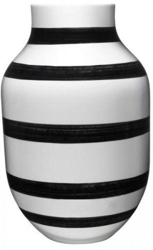 Din nye favoritt?Bruk en Omaggio vase som et design statement, eller miks dem på kryss og tvers med resten av seriens vaser og skåler til en helhet av striper, former og farger. Alle vasene er håndmalte og unike.19,5 x H 30, 5 cm.