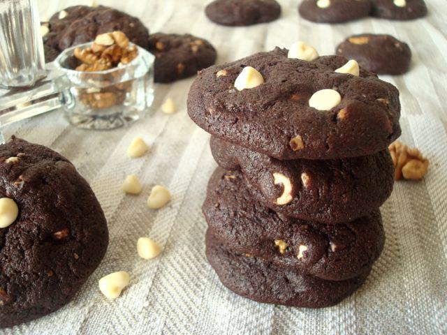 Kakaové cookies s bílou čokoládou a ořechy | Cocoa, White Chocolate and Nuts Cookies - www.vune-vanilky.cz