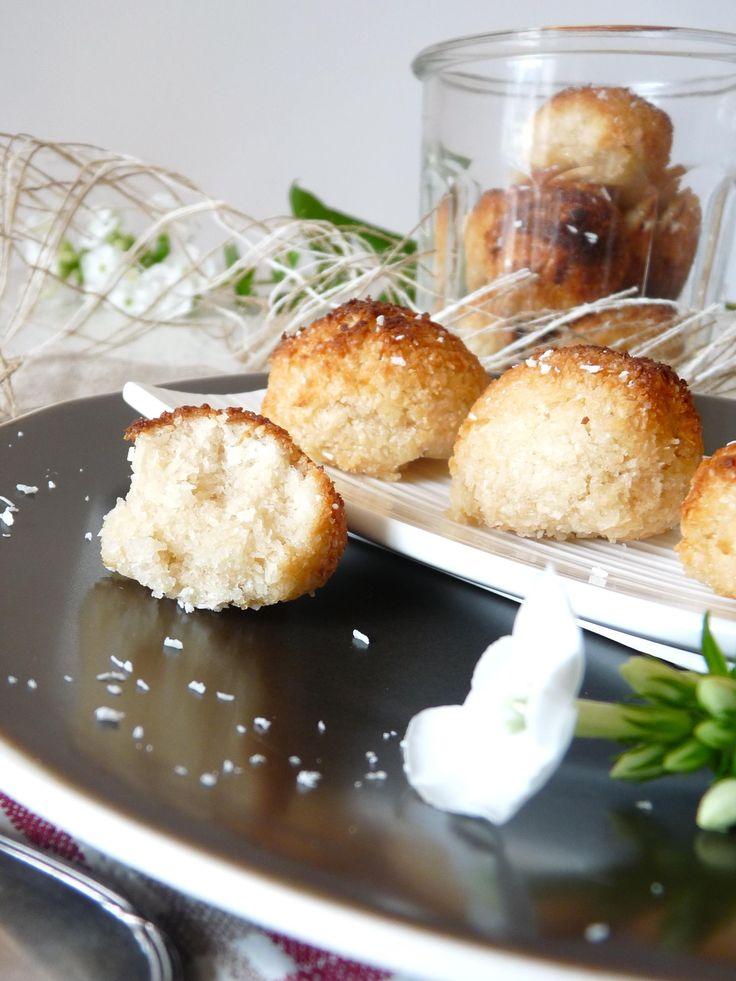 Sans gluten ni sans matière grasse d'ajout, les rochers coco constituent une gourmandise simple et saine. 3 ingrédients pour ce dessert sans gluten, quelle simplicité!
