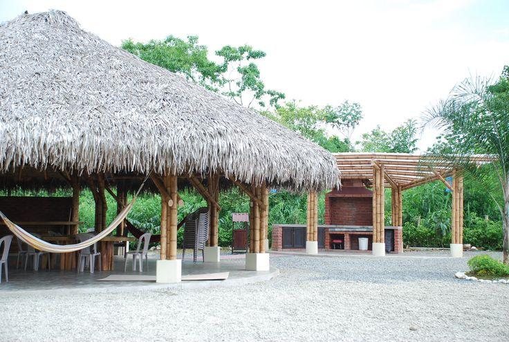 Glorietas en bamboo. Construcción y diseño Loaiza Construcciones. Bucay, Ecuador