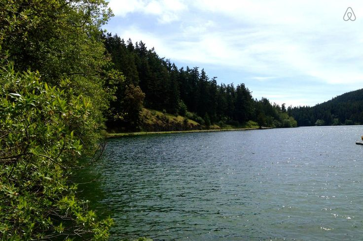Lago Cascade, na ilha Orcas, arquipélago das ilhas San Juan, Washington, USA.