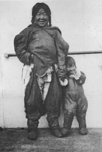 Inuit mother and child - 1926