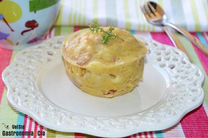 Mug cake de jamón y queso al microondas