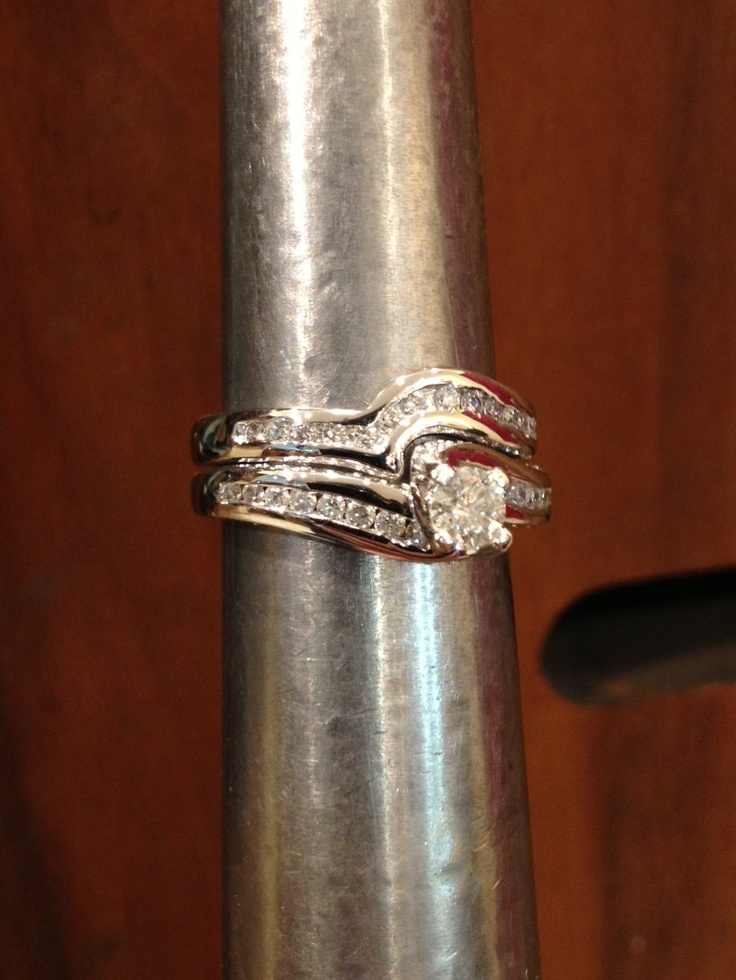 An 18ct wed-fit wedding band, hand made by our Dundrum goldsmith Mr. Steven Geldof and sculpted around the beautiful engagement ring. Beautiful.