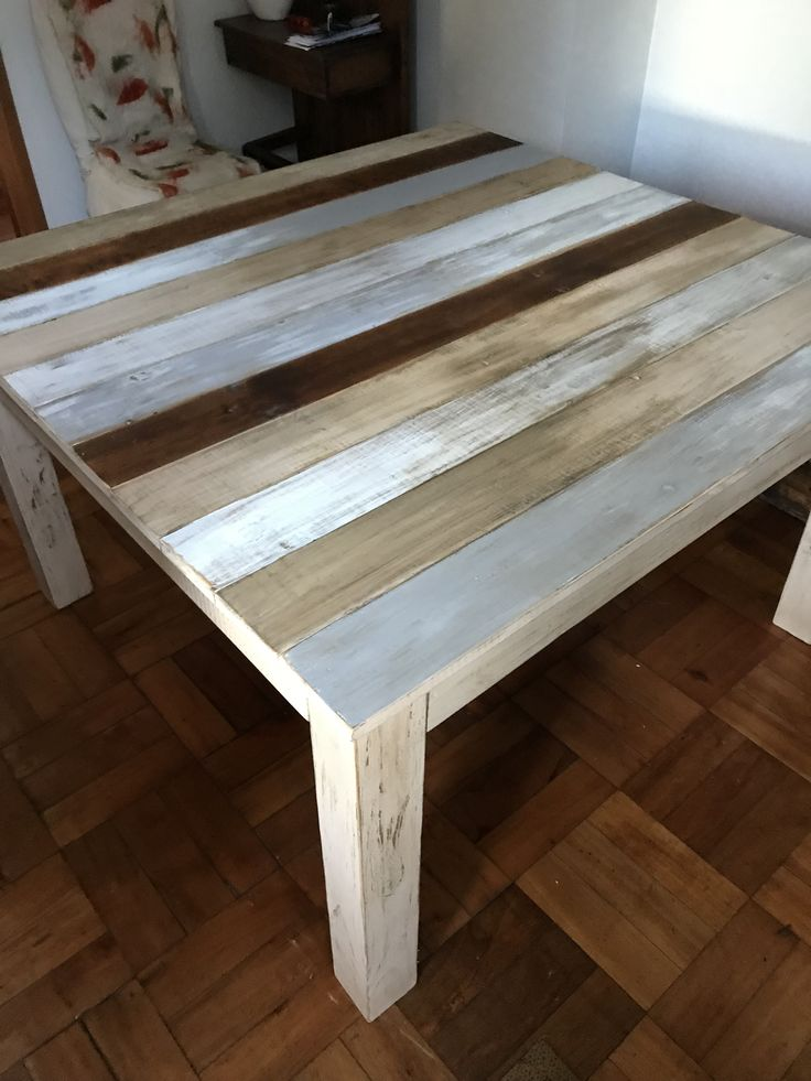 Mesa en tablas rústicas