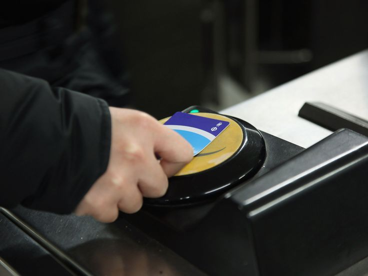 Free Tube and bus travel in London as Oyster card reader glitch coincides with first day of higher fares   Home News   News   The Independent