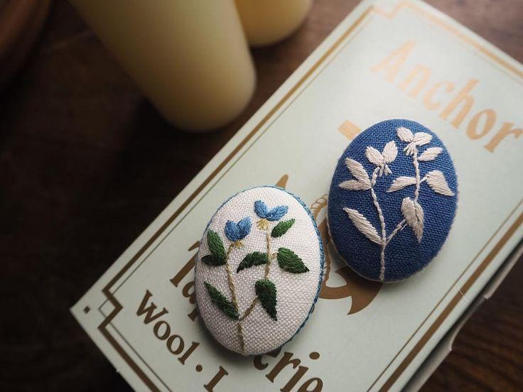 雨の日に似合う露草。 https://makabealice.thebase.in #ブローチ #刺繍 #花 #雨 #ハンドメイドアクセサリー #ハンドメイド #露草 #マカベアリス #embroidery #brooch #accessories #handmaid #flowers #rain
