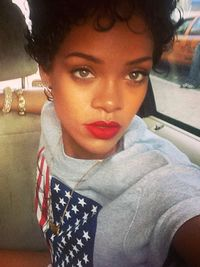 Pictures : Rihanna's Short Haircuts: Best Styles Over the Years - Rihanna Short Curly Hairstyle