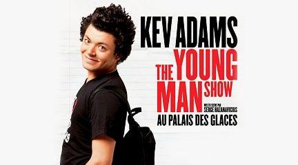 A seulement 19 ans, Kev Adams, dépeint avec humour les tracas de l'adolescence. Dans son spectacle, il évoque les profs psychopathes, Facebook, les pantalons taille basse, les Sims, les relations parents-ados, Twitter, les amours de lycée... Grâce à un sens de la scène incroyable et à des répliques pleines de fraicheur, Kev Adams a conquis le public.