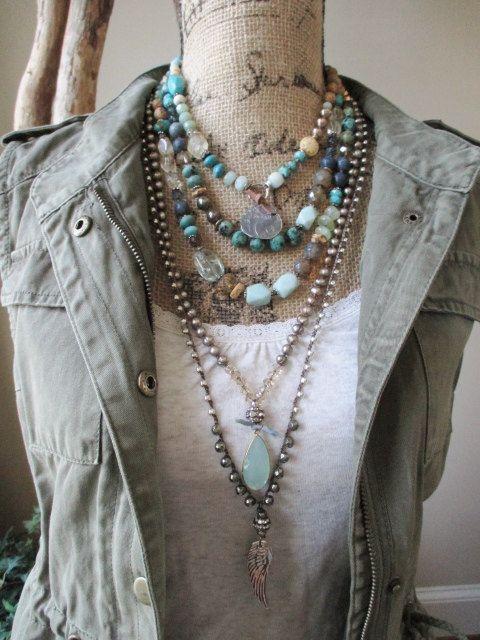 Knotted pearl chalcedony necklace Summer Rain por slashKnots