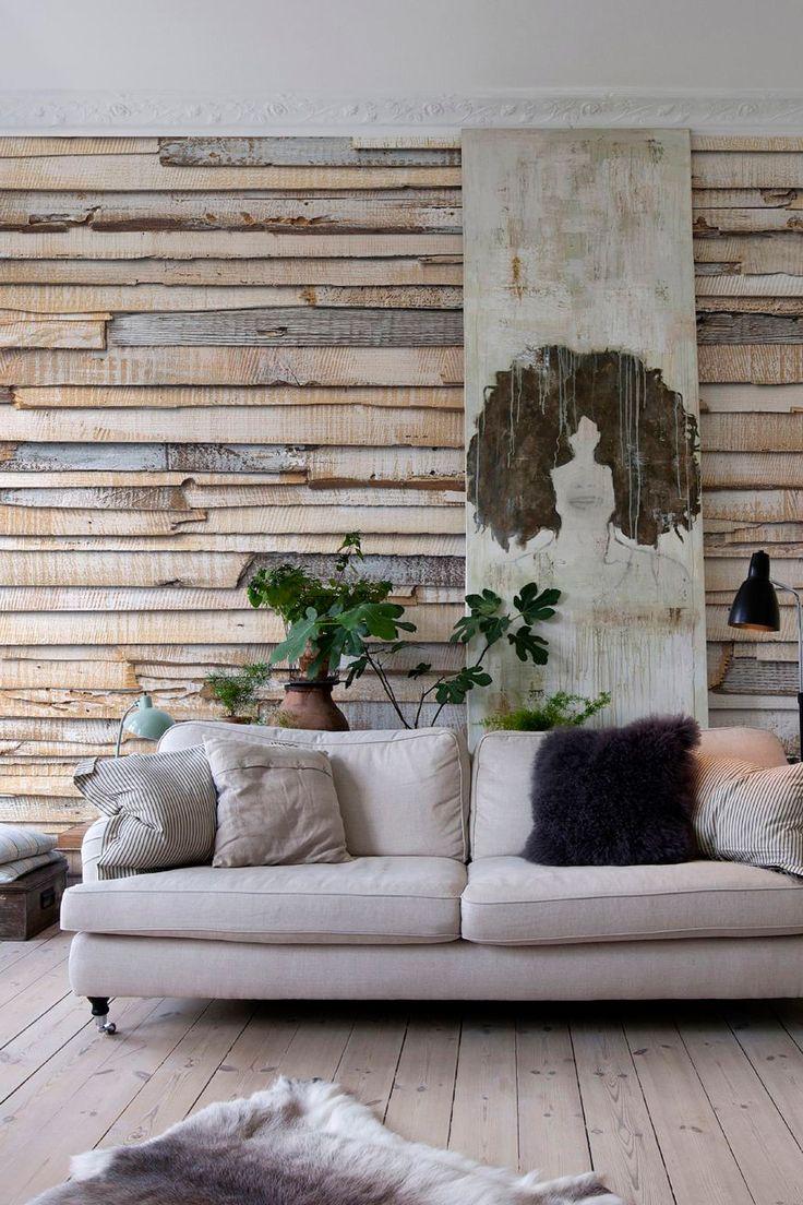 Rivestimento decorativo per parete con inserti in legno chiaro.