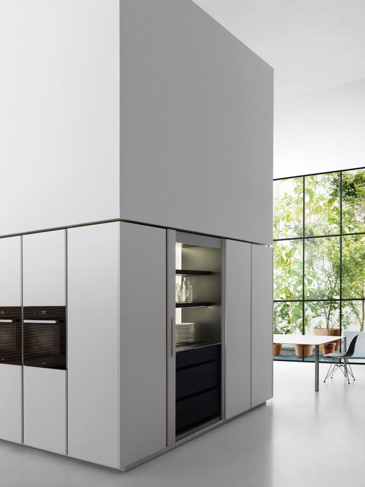 Trim is a revolution. Space is the main feature of this system, a more rational and flexible way of experiencing the kitchen.