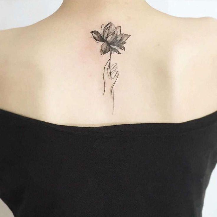 Flor De Loto En Su Mano De En Flor Loto Mano Su Lotus Flower Tattoo Flower Tattoo Flower Tattoos