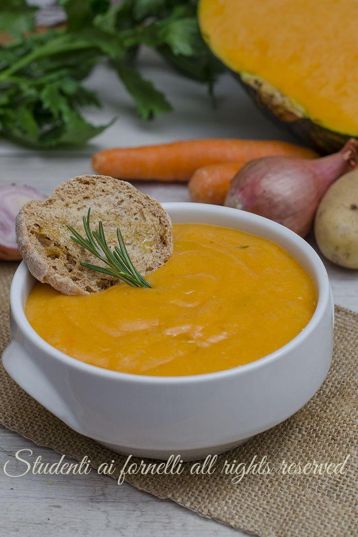 Vellutata di zucca patate e carote - ricetta zuppa vegetariana leggera light dieta gustosa