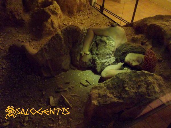 Delia, diorama della deposizione all'interno della sale del Museo della civiltà preclassiche, Ostuni