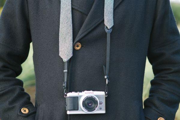 The Camera Strap Necktie - The Photojojo Store!  Ремешок для фотоаппарата - Галстук :)