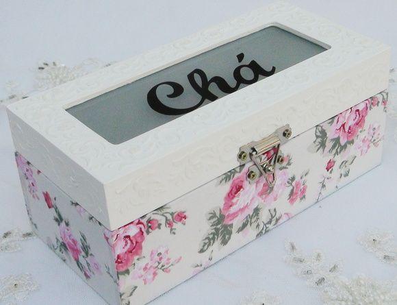 Caixa de Chá em MDF revestida com tecido 100% algodão. Apliques em massa para modelar acima da caixa. peça pintada com tinta pva e envernizada com verniz acrílico fosco. R$ 70,00