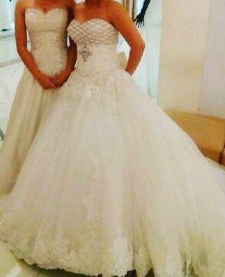 Made by Order #weddingday #weddinginspiration #bride #bridemaids #flowergirl #momdress #promdress #dress #gown #detail #beads #beading #gaun #gaunpesta #gaunpengantin #gaunmama #seragamkeluarga #kebaya #kebayamodern #kebayapengantin #pernikahan #perkawinan #design #fashion #lace #brookad #couture #sweet17thdresses #photogrid #couplegoals http://gelinshop.com/ipost/1523177883732186272/?code=BUjajcRlpSg