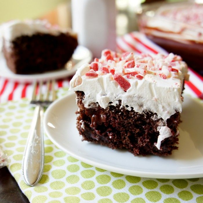 Peppermint Poke Cake! Get ready for Christmas with this super easy and moist cake! So yummy and refreshing!