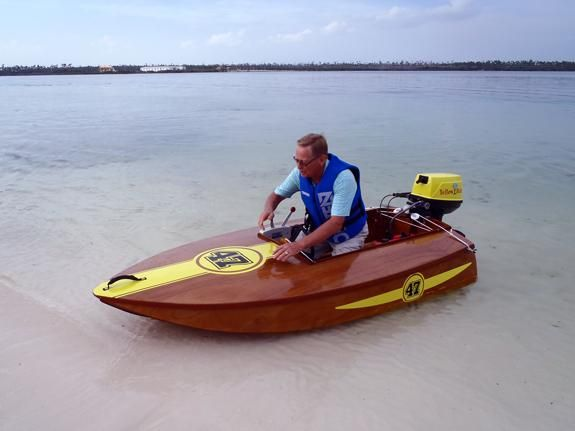 Cocktail Class Skua Racing power boat you build yourself, fits in the back of a pickup truck or on the roof of small car. Only 8 foot long, but with a 5 hp outboard it really scoots!