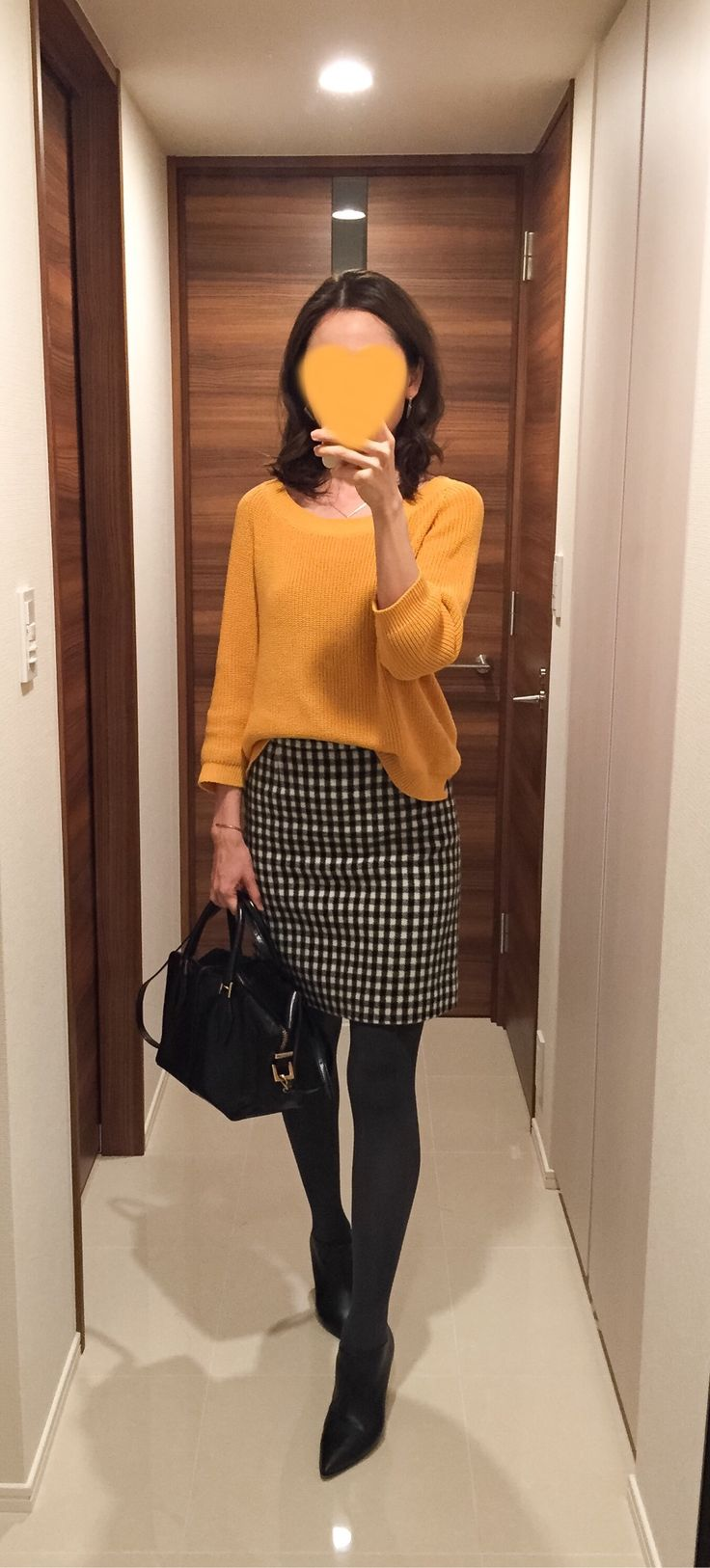 Yellow sweater: MACKINTOSH PHILOSOPHY, Houndstooth skirt: MACKINTOSH PHILOSOPHY, Bag: Tod's, Boots: Fabio Rusconi