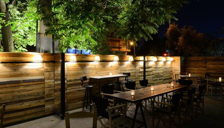 Το απρόβλεπτο wine bar του Δημήτρη Λίτινα ανάβει πράσινο και βγαίνει έξω.