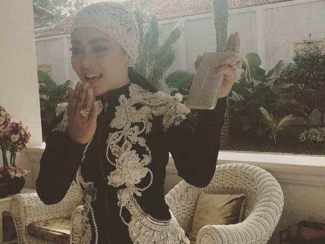 Bosan Berbusana Muslim di Bulan Ramadhan, Syahrini Pilih Gaya Kasual - http://www.rancahpost.co.id/20160657129/bosan-berbusana-muslim-di-bulan-ramadhan-syahrini-pilih-gaya-kasual/