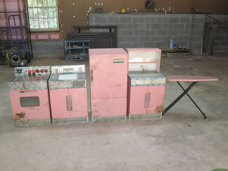 Vintage Antique Wolverine Pink Metal Kitchen Set Childs 5 Piece Fridge  Stove | Kitchen Sets, Vintage Antiques And Stove