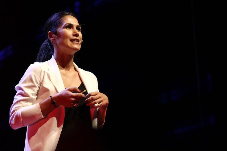 Francesca Bosco nel suo talk spiega i rischi che si trovano sul web e che Internet fa un po' meno paura quando diventiamo degli internauti più consapevoli.  #TEDxVicenza  #PlayPauseRestart #internet